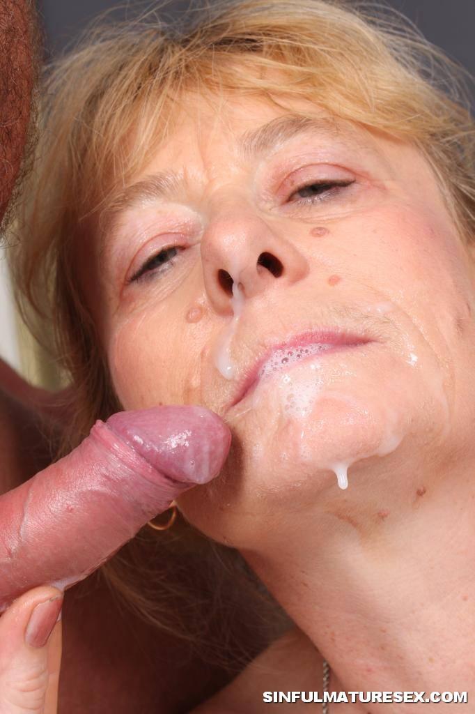 Amateur Latina Milf Swallow