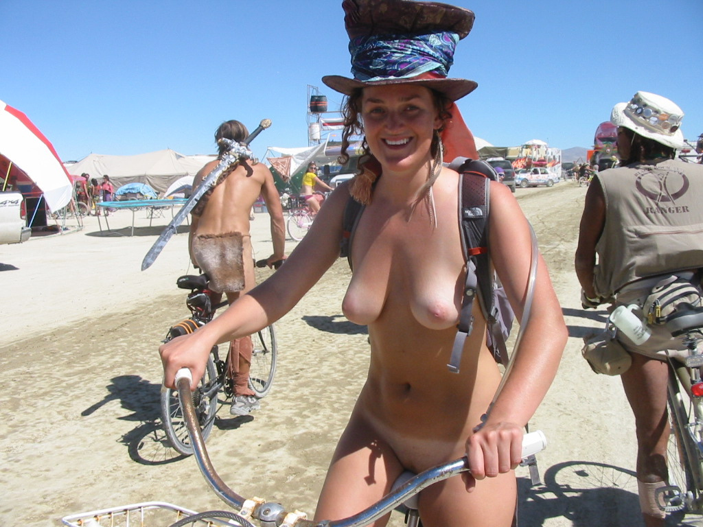 Hairy nude burningman couple