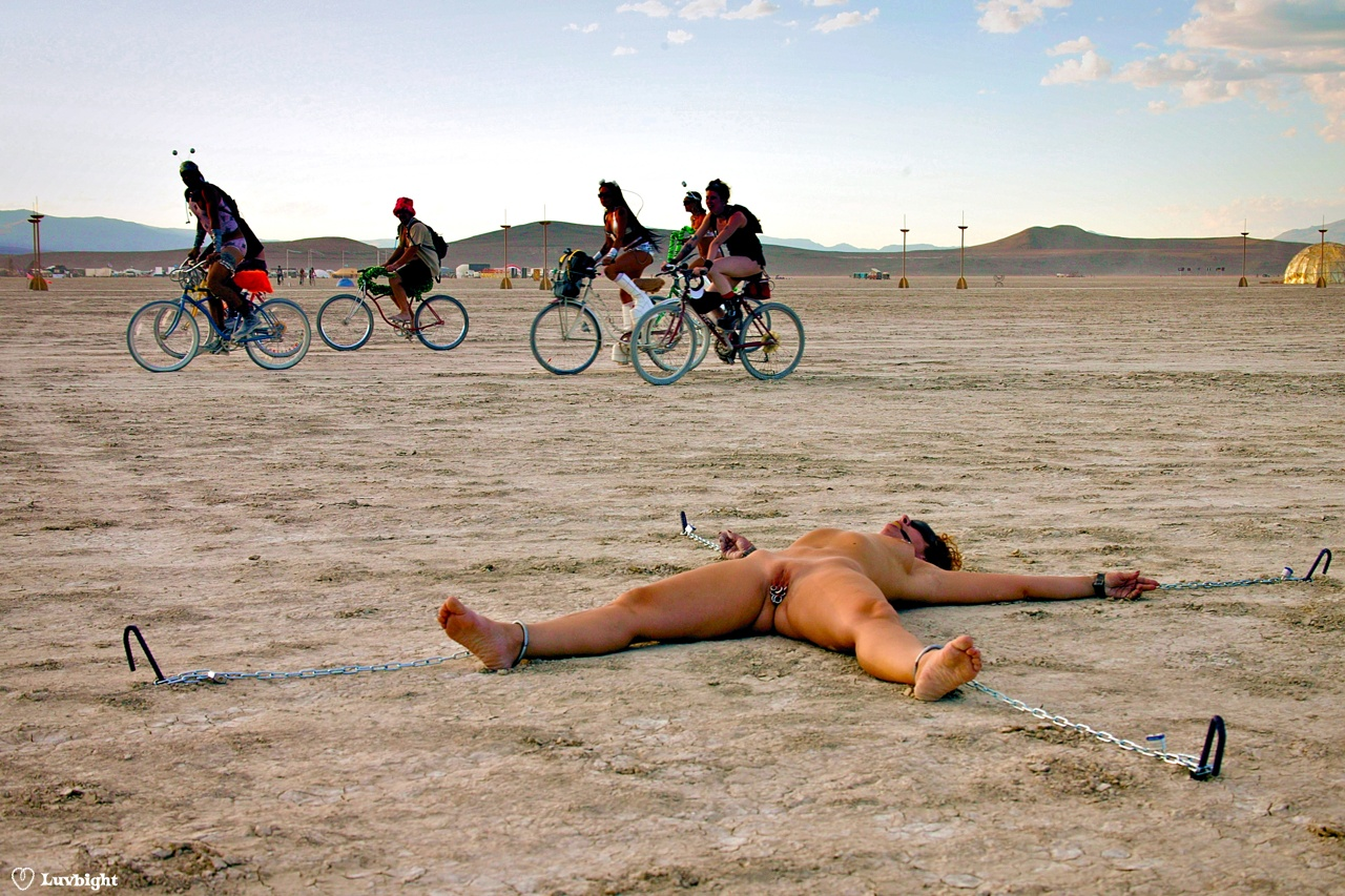 naked girls at burning man
