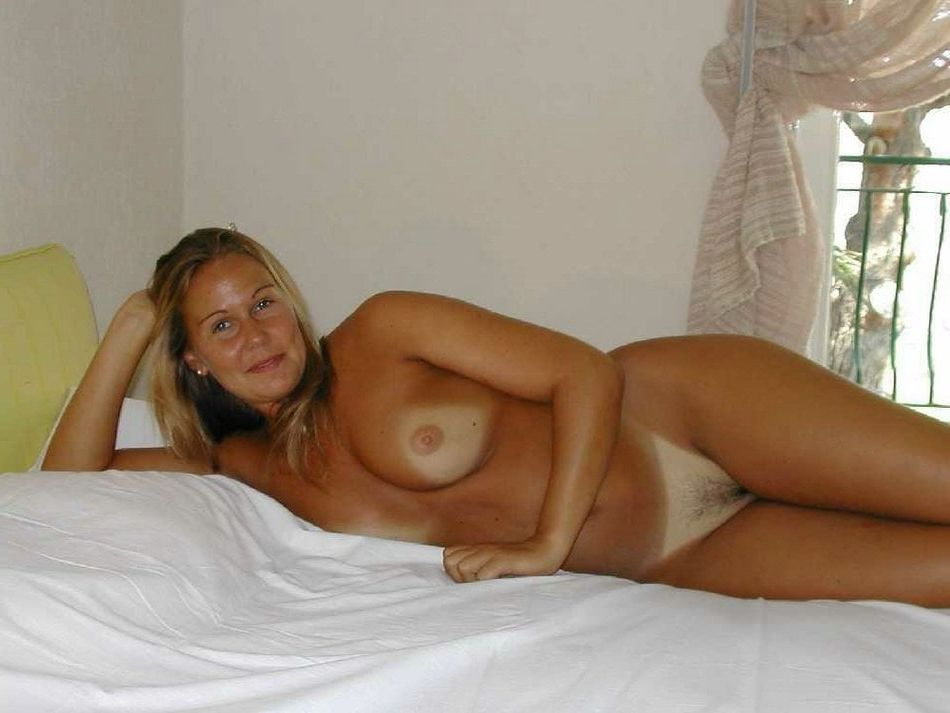 amateur busty real mother daughter nude