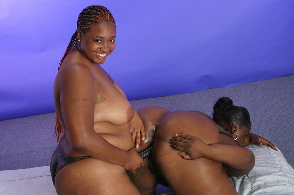 Lesbian Licking Fat Pussy