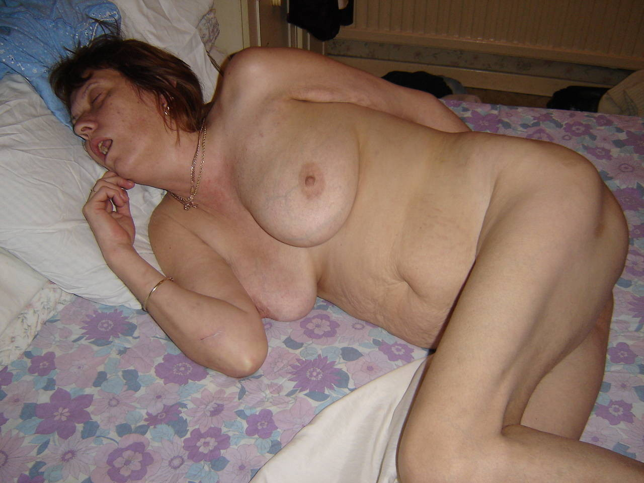 naked pics of sleeping mom