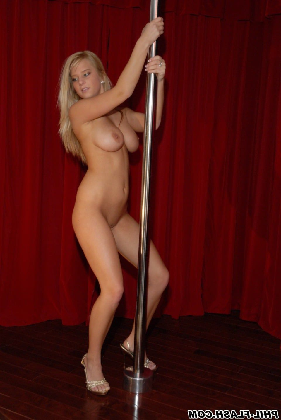 dance Naked pole girl stripping