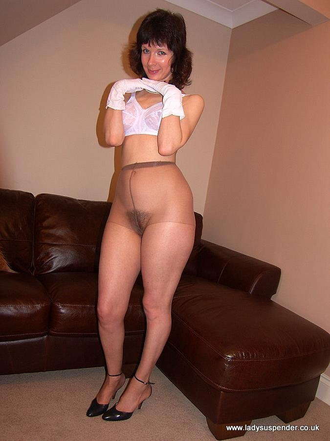 Mature in pantyhose video