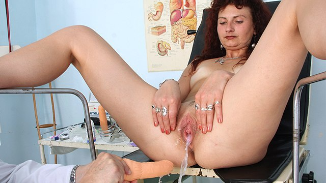 ginekolog-menya-masturbiruet
