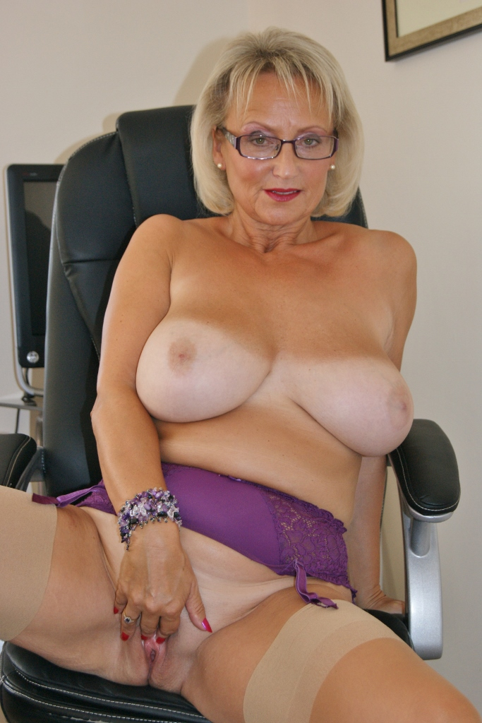Amateur Busty Mature Wife