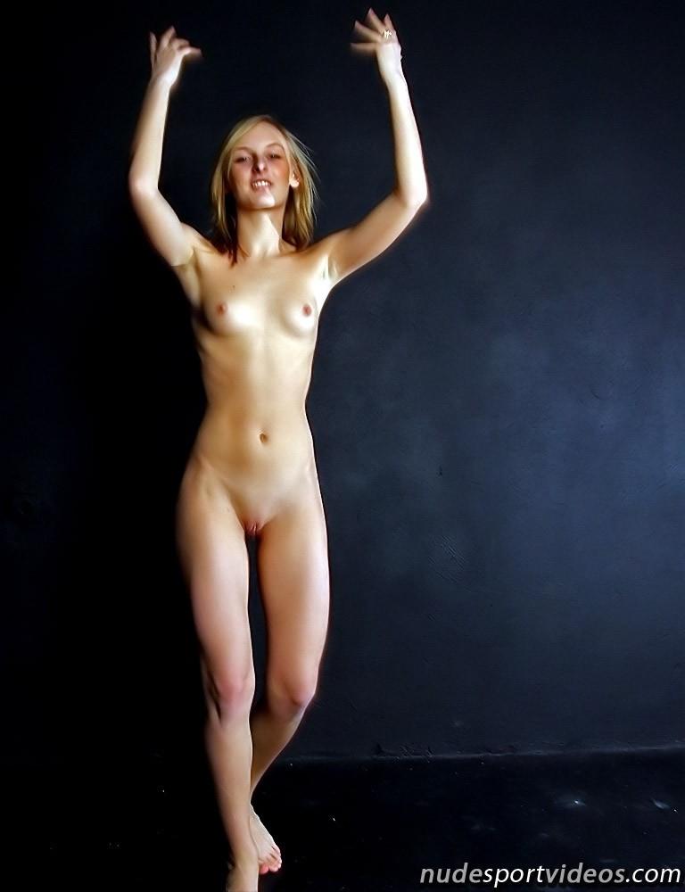 hot mom nude gif