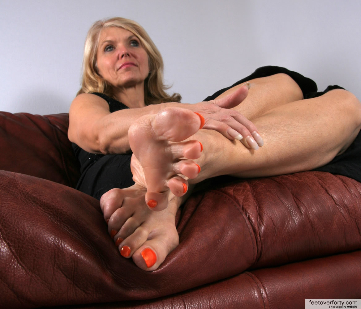 Mature feet fetish pics
