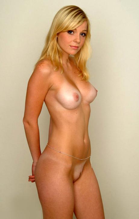 Paris hilton completly naked