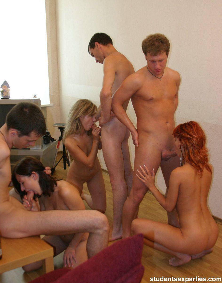 Секс групповой в общежитии