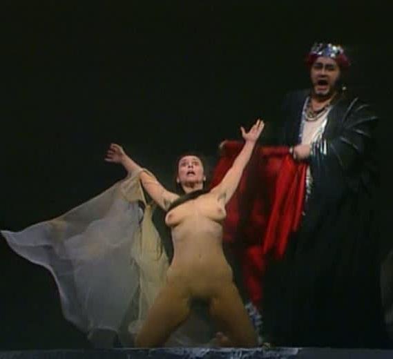 В смотреть онлайн сцены голые опере