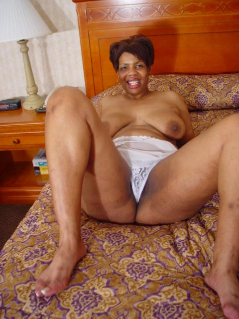 Naked mature black female — photo 6