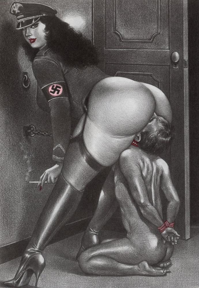 naked women kissing
