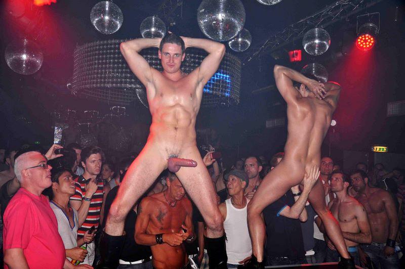 В клубе видео гей стриптезёры