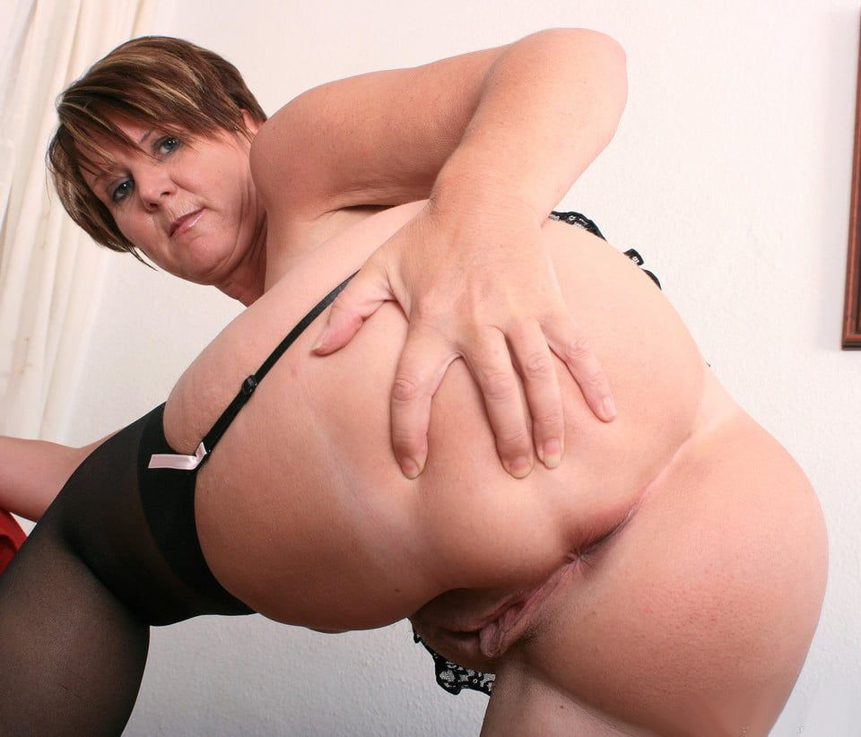 Big huge ass mom spreading orgasm